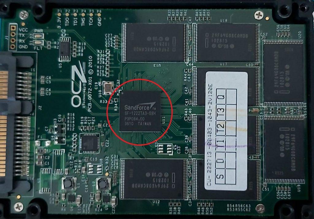 OCZ SSD geöfnnet mit Sandforce Controller.